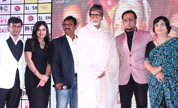 Amitabh Bachchan with Deepak Sawant and the Team of The Great Leader